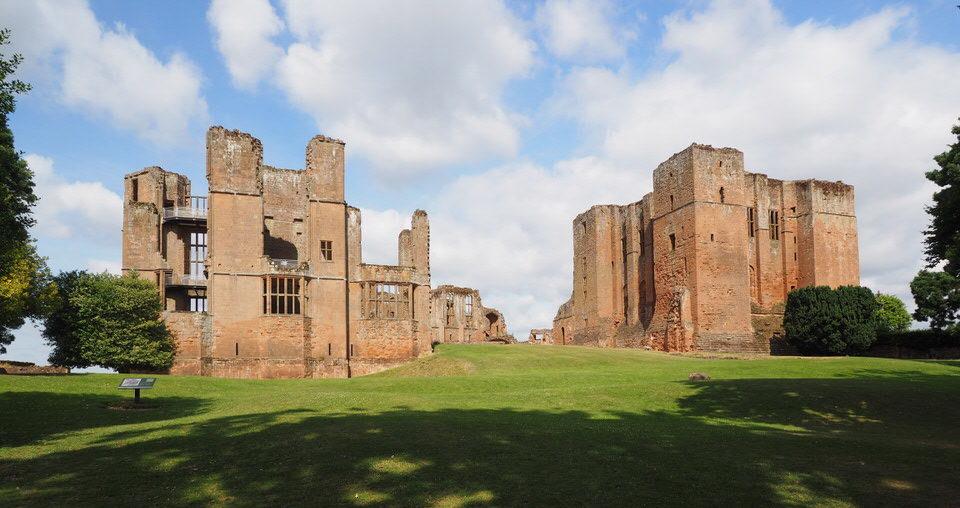 Kenilworth Castle mit Vorhof, dem Leicesters Gebäude und dem großen Turm