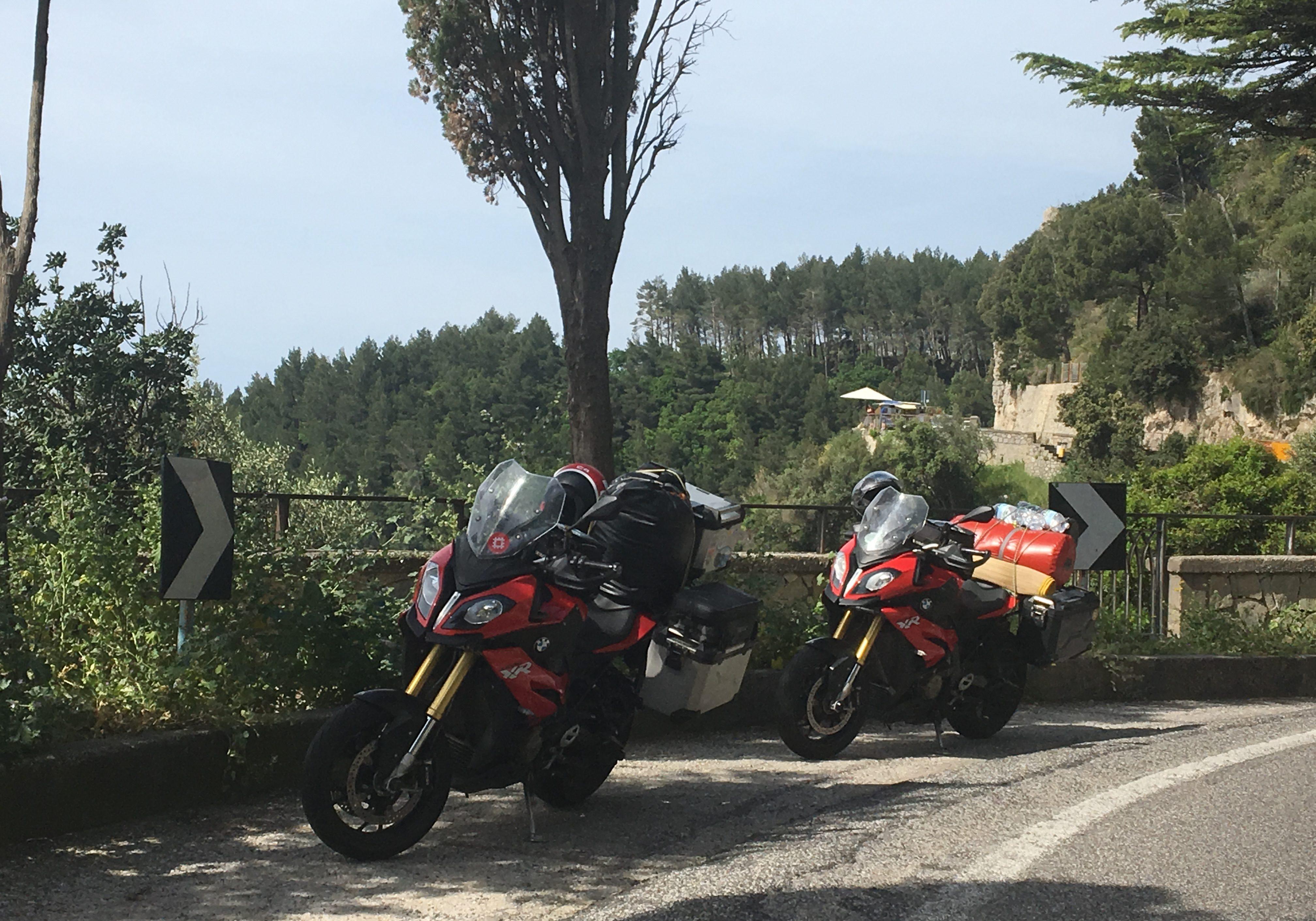 Motorräder an der Amalfiküste