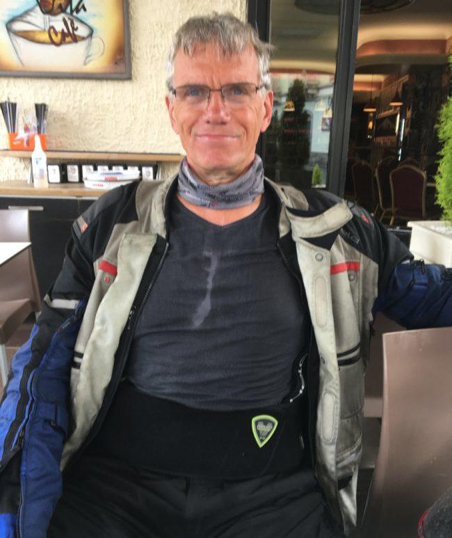 Leicht durchnässt im Café in Nicolosi