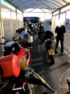 Wartezone an der Fähre für Motorräder 😉