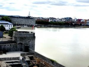 Blick von King John's Castle in das Zentrum von Limerick