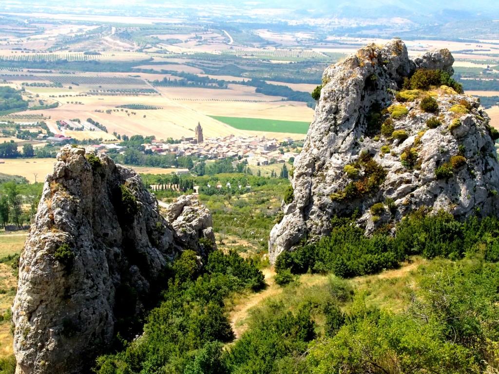 Blick vom Castillo de Loarre auf den Ort Loarre