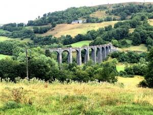 Eisenbahn-Viadukt über die Santoire in der Auvergne (D436)