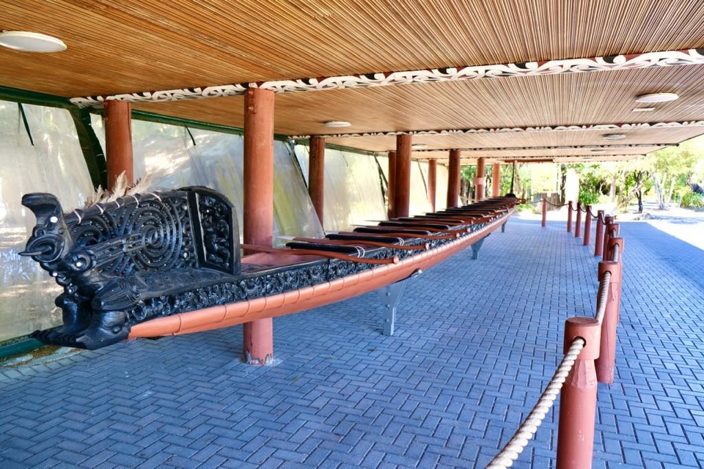 Te Arawai - ein Kampfkanu der Māori