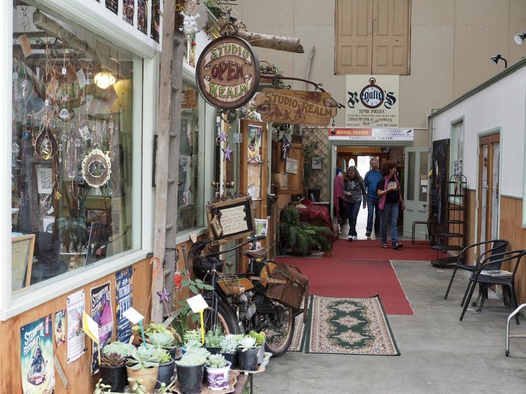 Blick in einen Antiquitätenladen