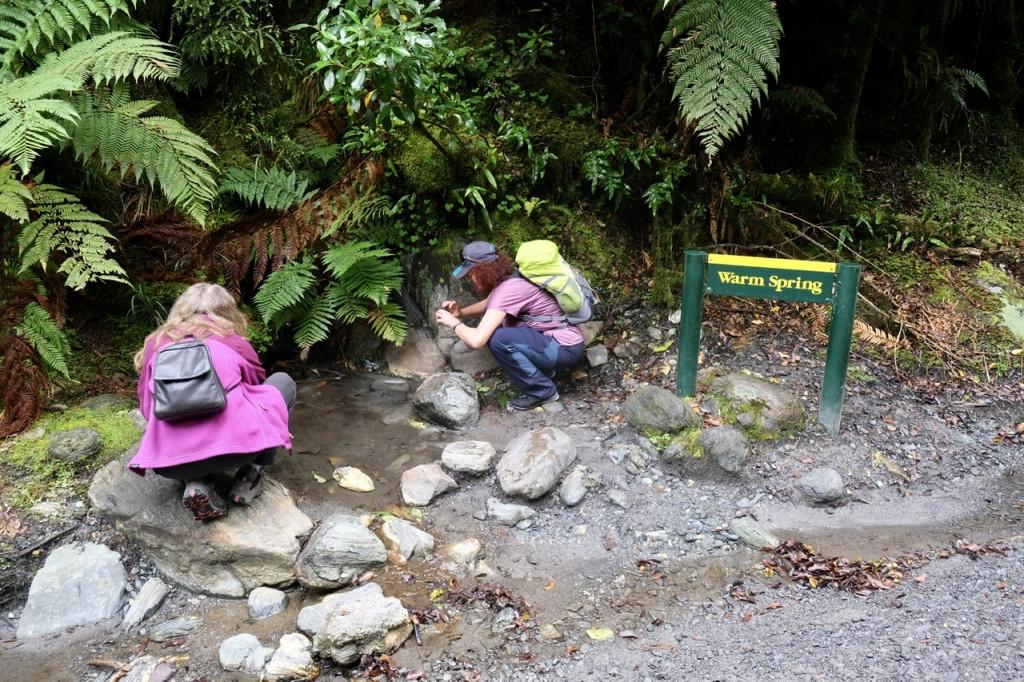 Warmwasser-Quelle am Wegesrand