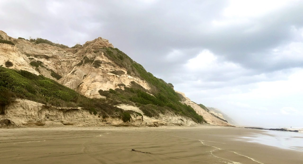 Sandklippe am Baylys Beach