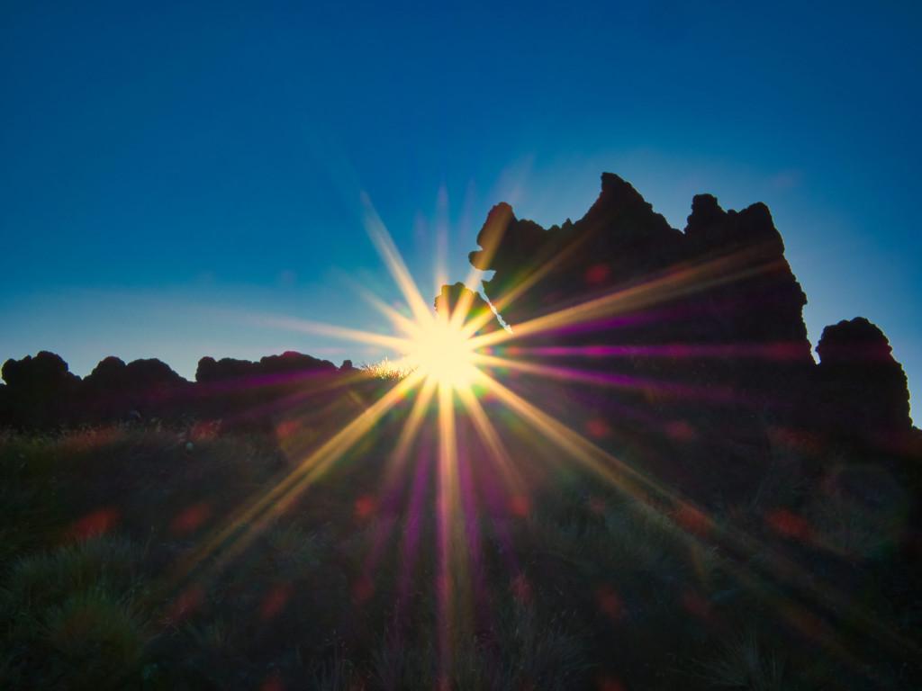 Sonnenaufgang am Aufstieg zum Südkrater