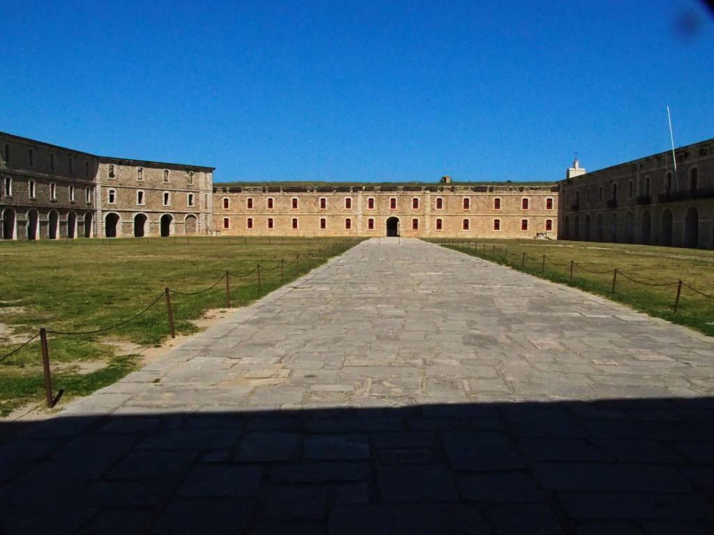 Innenhof im Castillo de San Fernando