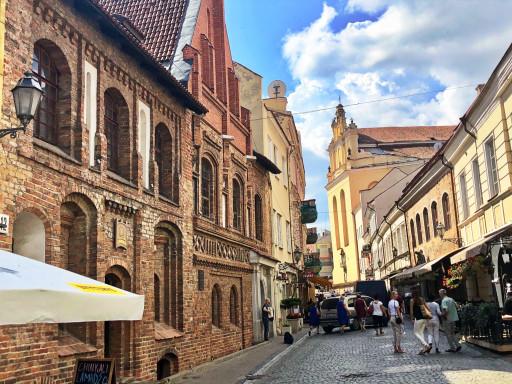 Straßenbild in der Altstadt von Vilnius