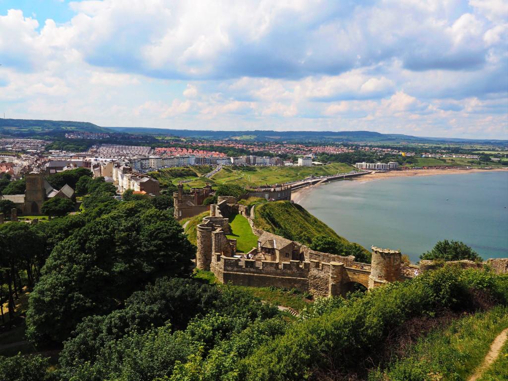 Blick auf die nördliche Bucht von Scarborough Castle