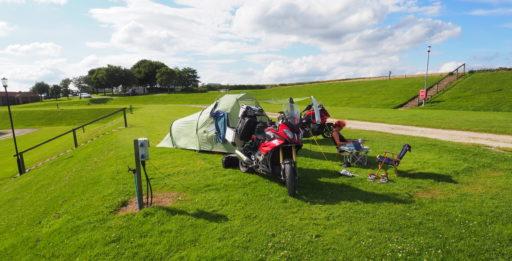 Einsames Zelt auf dem CP Grouse Hill Caravan Park, nördlich von Scarborough