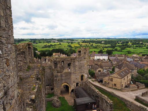 Middleham Castle mit Blick über die gleichnamige Ortschaft