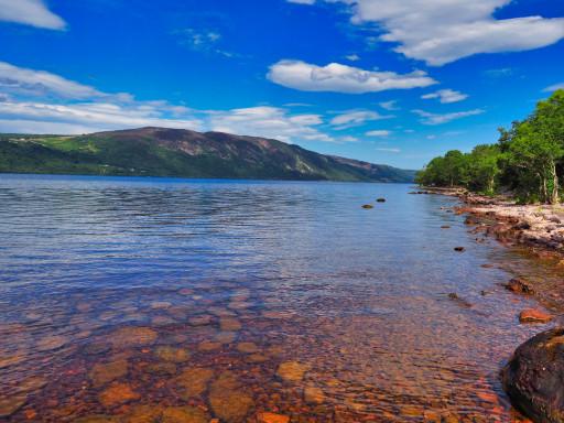 Ostseite vom Loch Ness auf der B852