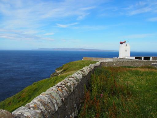 Dunnet Head mit Sicht auf die Orkneys Inseln