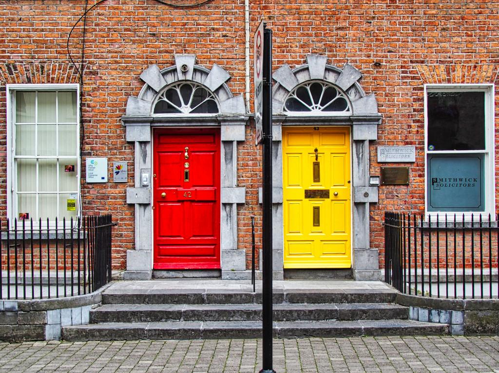 Farbenfrohe Haustüren in Kilkenny