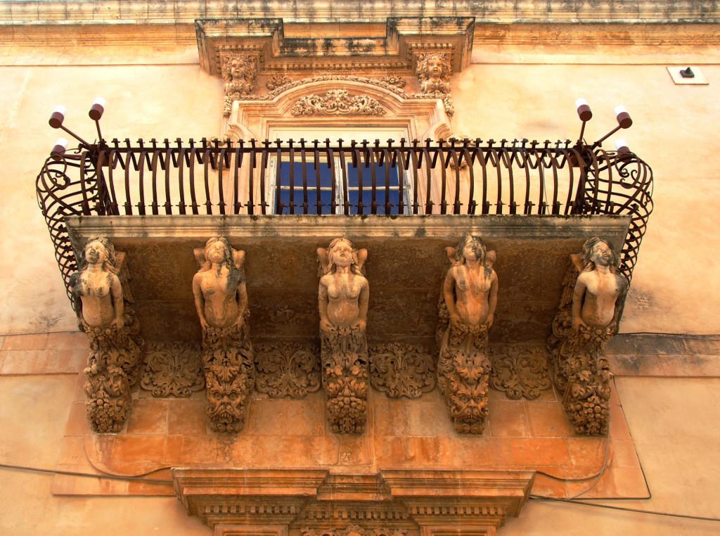 Balkon am Pallazo Nicolaci di Villadorata