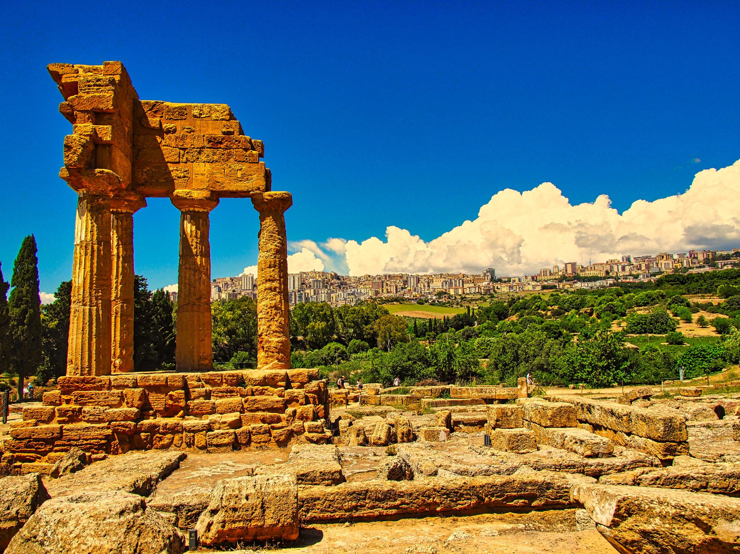 Dioskuren Tempel - mit Agrigent im Hintergrund