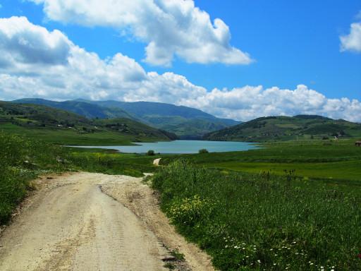 Am Lago di Prizzi bei der Ortschaft Prizzi