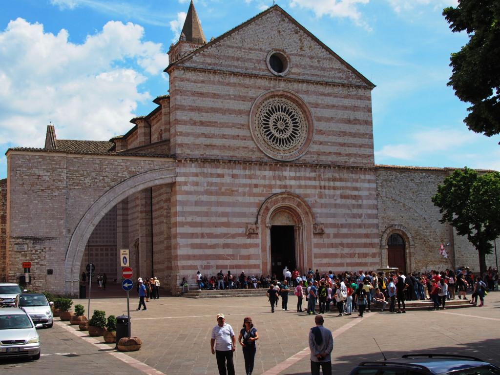 Basilika Santa Chiara (geweiht der heiligen Klara von Assisi)