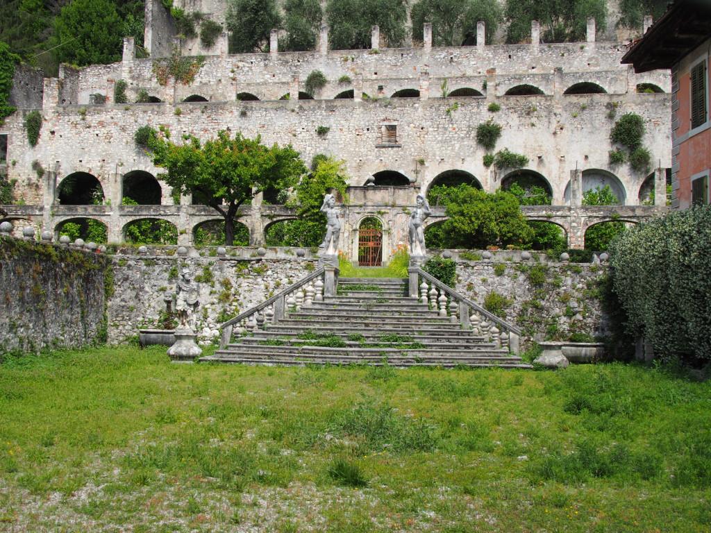 Ruine des Palazzo Bulgheroni Toscolano Maderno