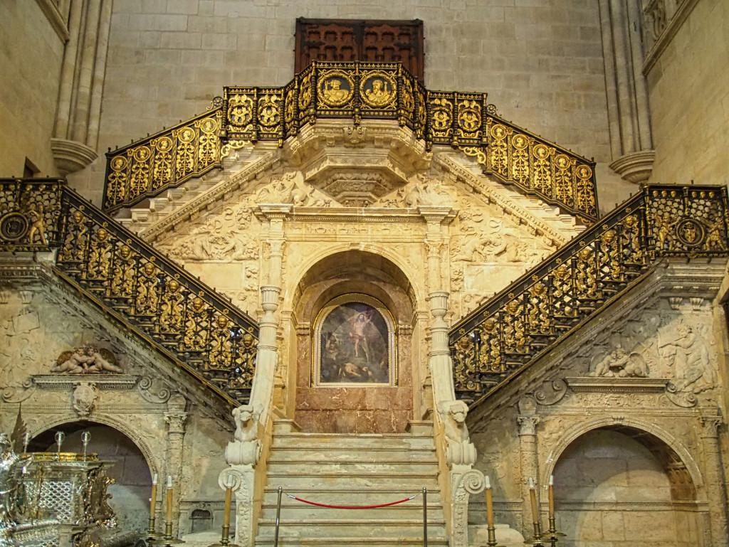 Die goldene Treppe in der Kathedrale