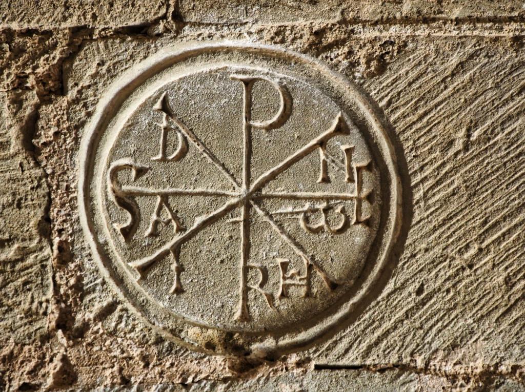 Castillo de Loarre - Monogramm des Namens Jesus Christi
