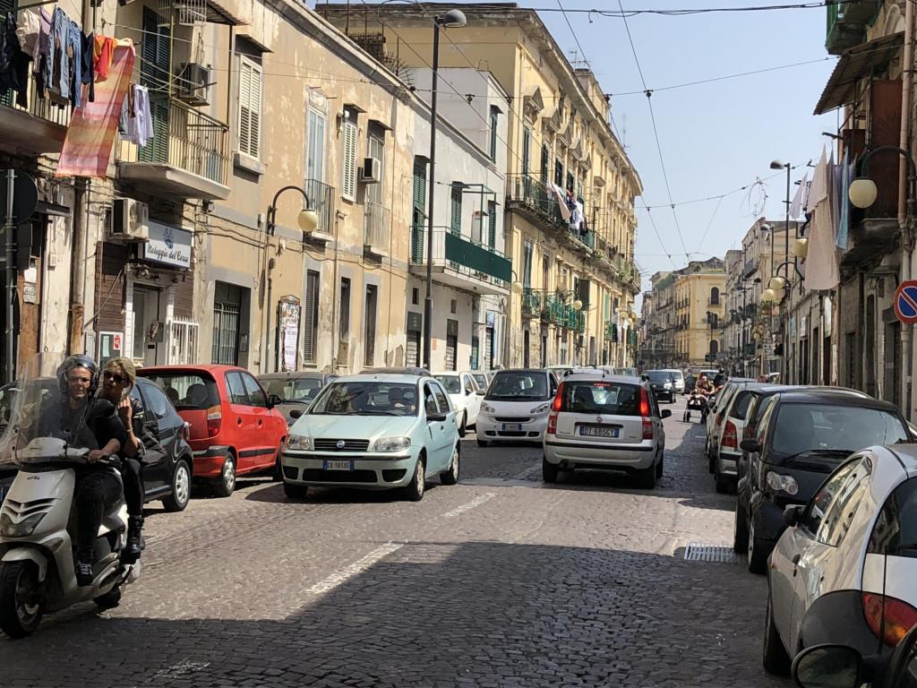 Straßenlage in Neapel