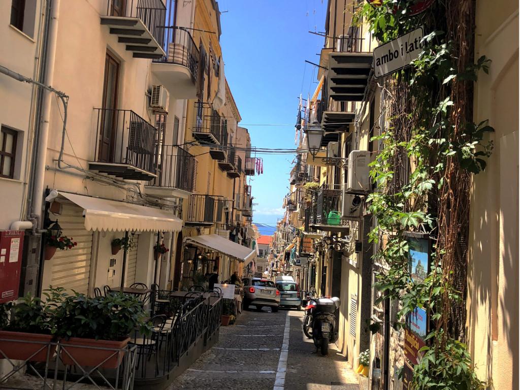 Wirrwarr von kleinen Straßen in Cefalù