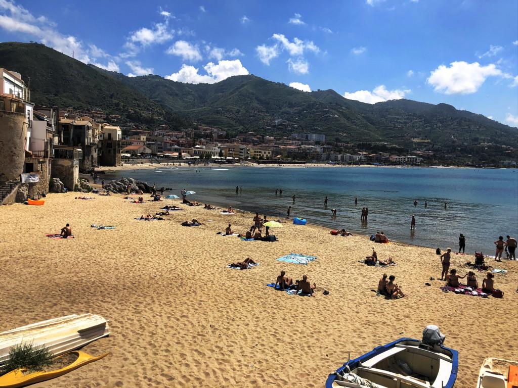 Strand in der Altstadt von Cefalù