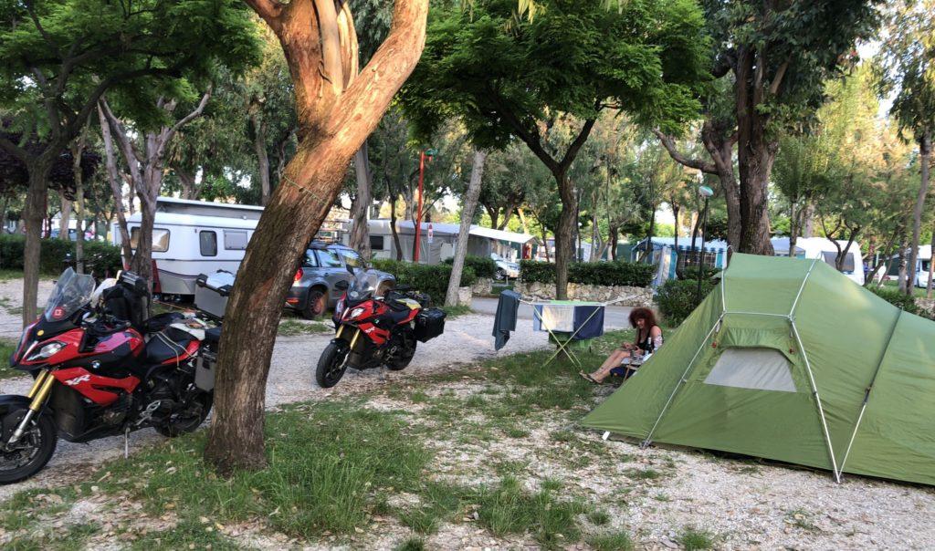 Camping Arcobaleno (mit Wäscheständer) in Roseto degli Abruzzi an der Adria