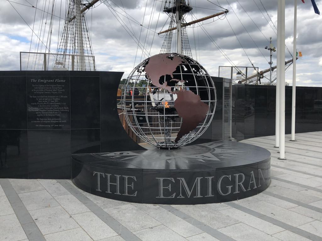 """""""The Emigrant Flame"""" entzündet mit dem Feuer der Grabstätte von JFK"""