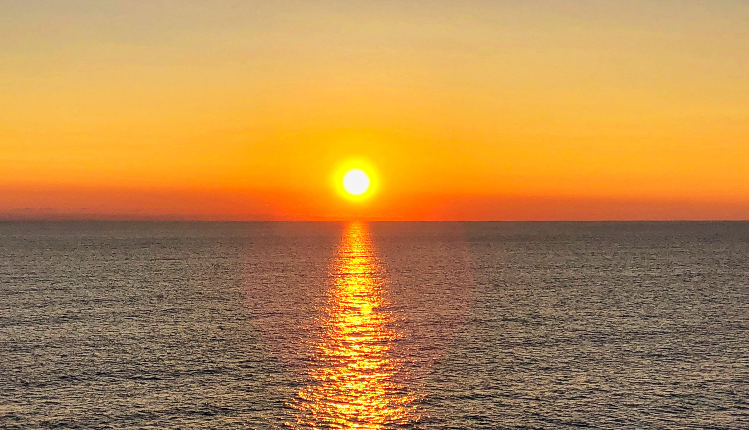 Sonnenuntergang auf der Fähre von Rosslare (IRL) nach Roscoff (F)