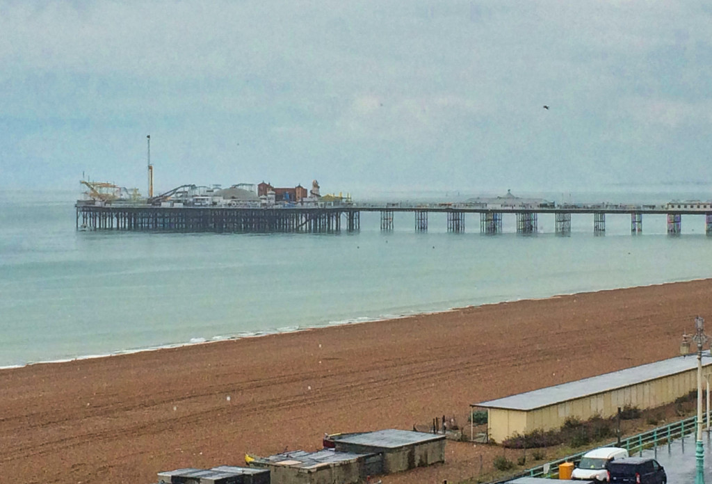 Verregneter Blick auf die Brighton Palace Pier