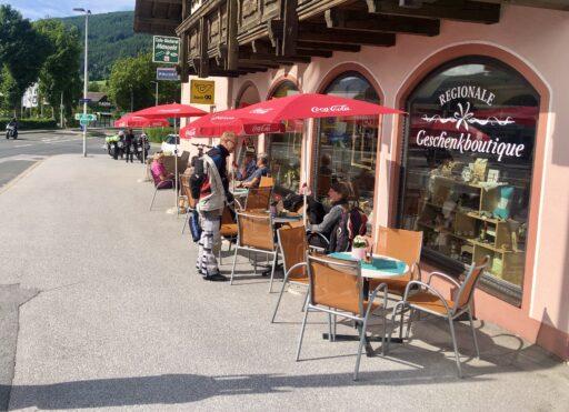 Kaffeepause in Mauterndorf an der Bundesstraße 99