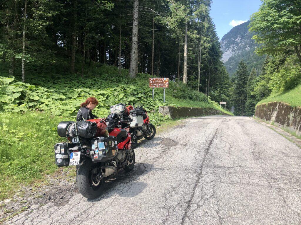 Eher unscheinbar unser erster Punkt, die Passstraße Sella di Cereschiatis