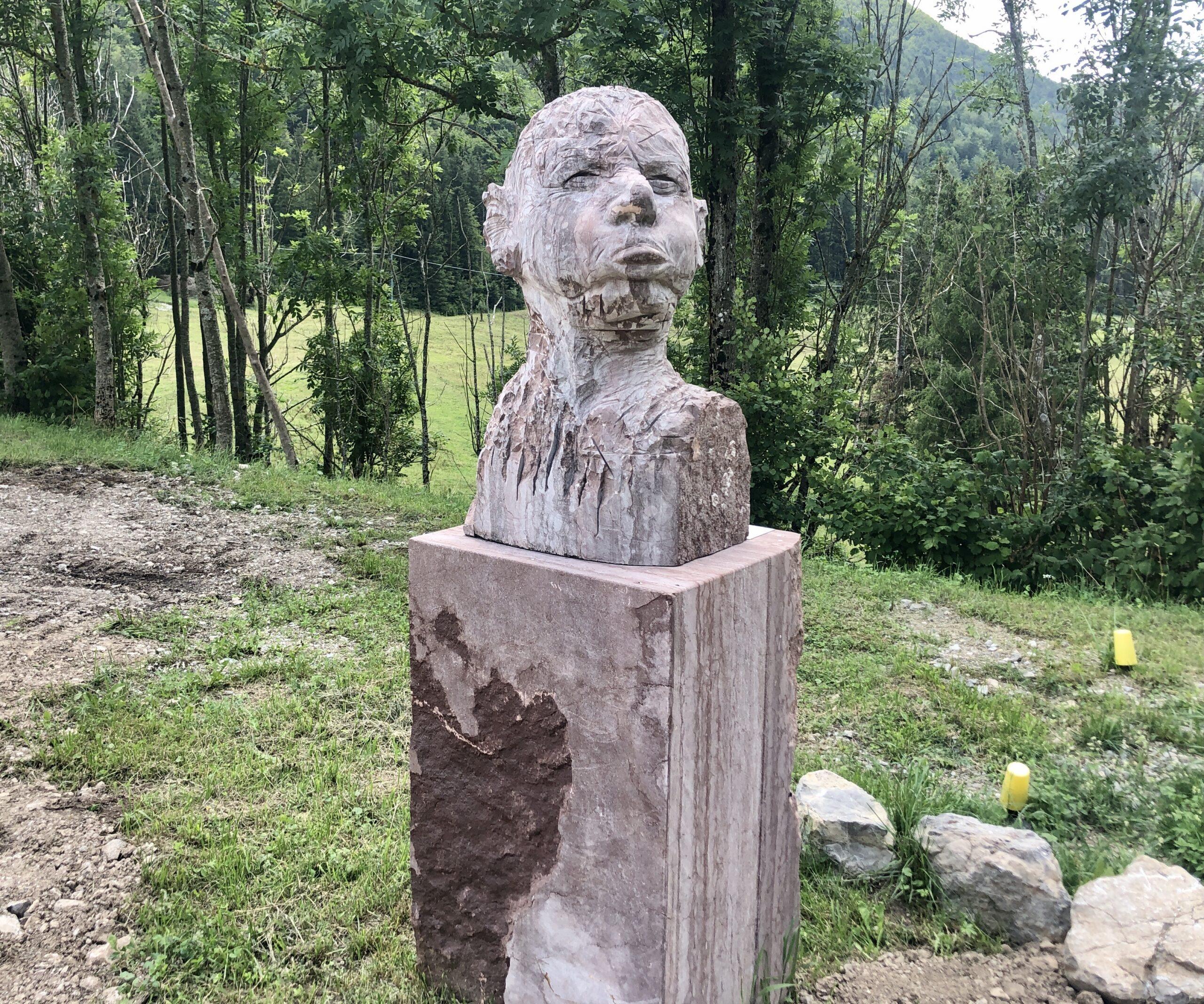 Passt zum Tag, die Skulptur am Zielpunkt Sella Chiazutan
