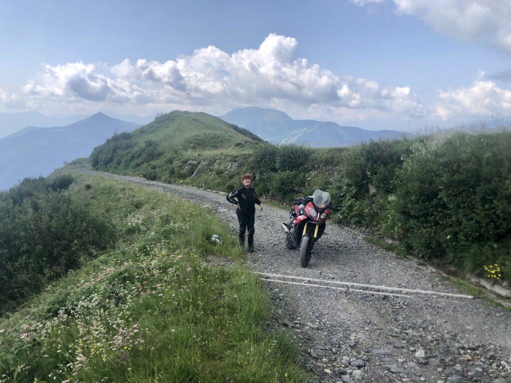 Ende der Schotterpiste am Monte Tenchia