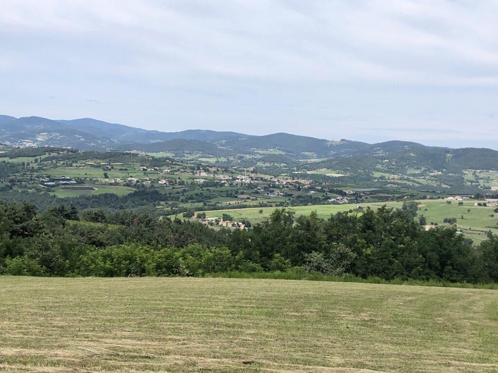Blick ins Tal der Doux hinter dem Ort Lamastre