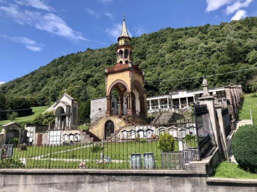 Auffällige Kapelle in Mosnico