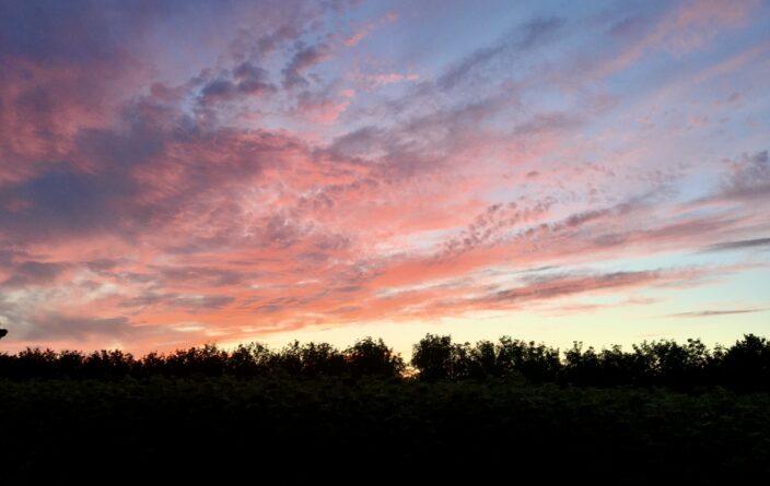 Sonnenuntergang am Flower Camping Le Lac du Marandan in Saint-Romans