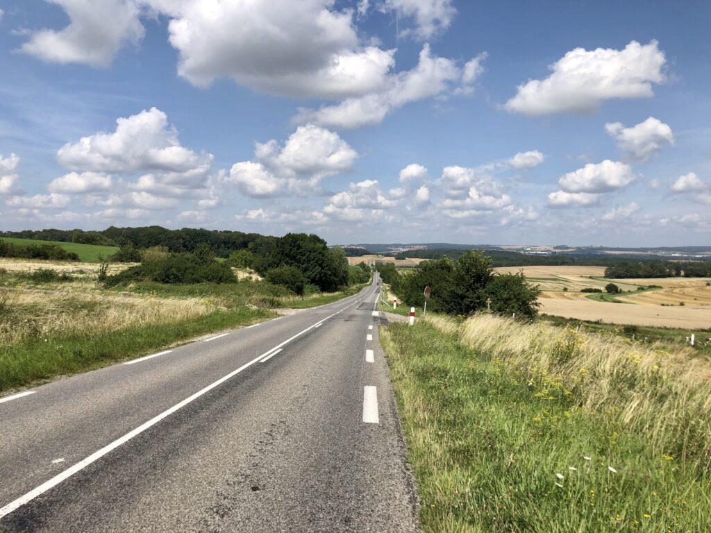 Auf der D20 Richtung Faulquemont, östlich von Metz