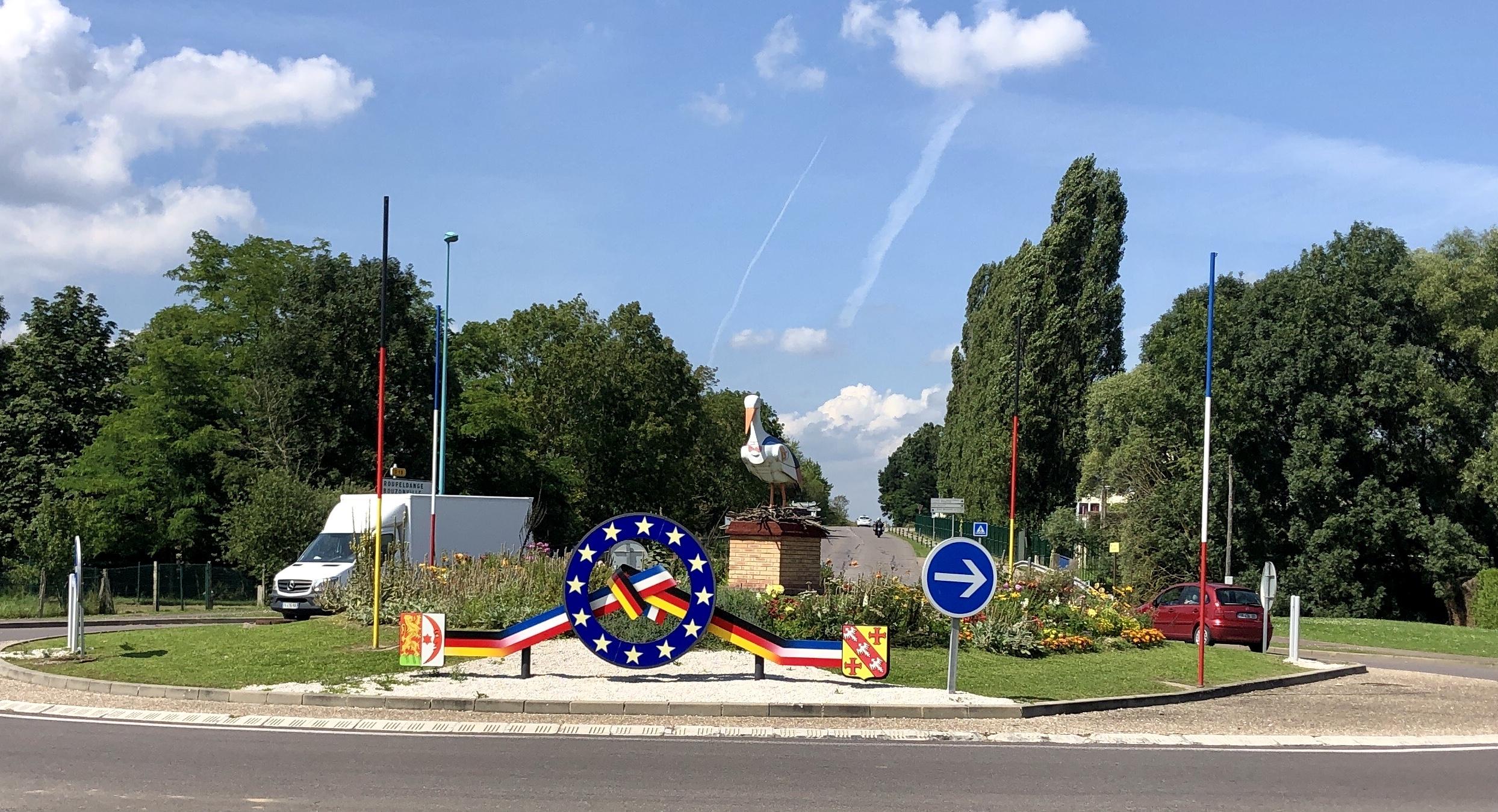 Auffälliger Kreisverkehr in Boulay-Moselle