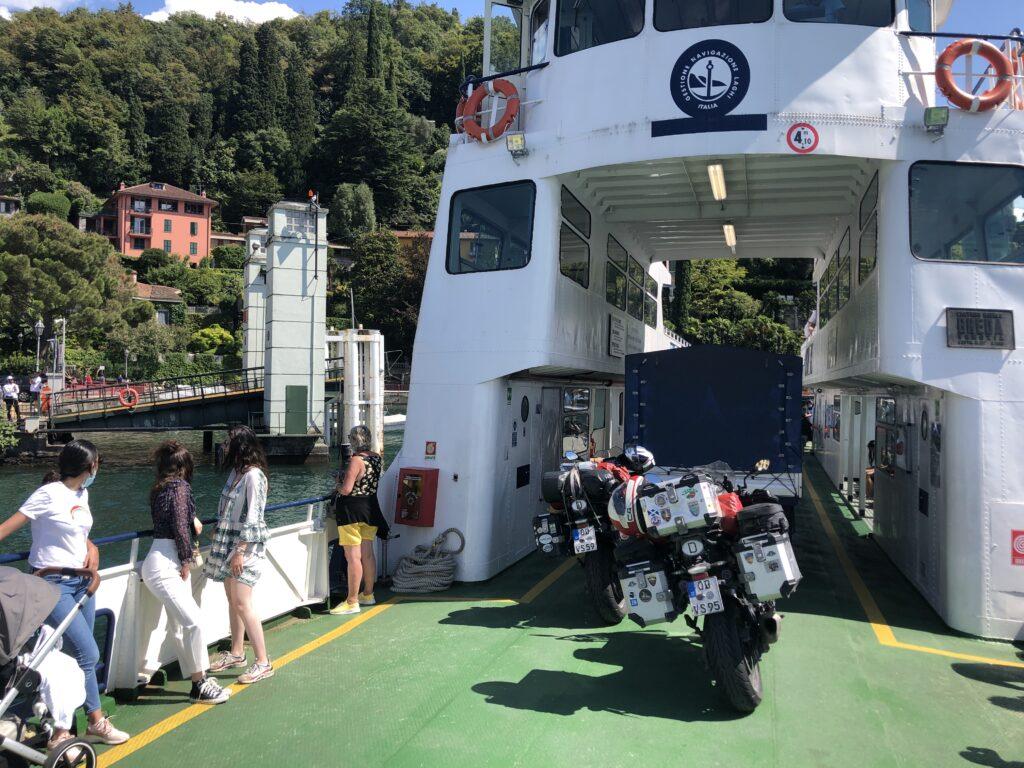 Auf der Fähre m Lago di Como